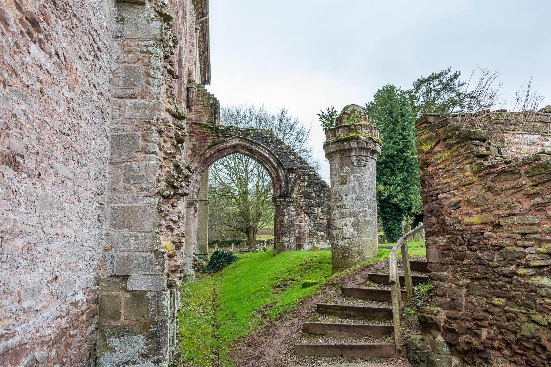 ruins at dore abbey