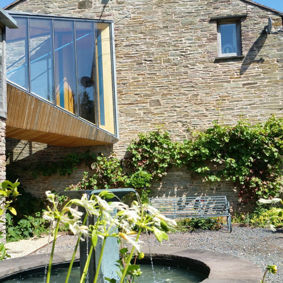 RIBA awarded bridge linking farmhouse and studio
