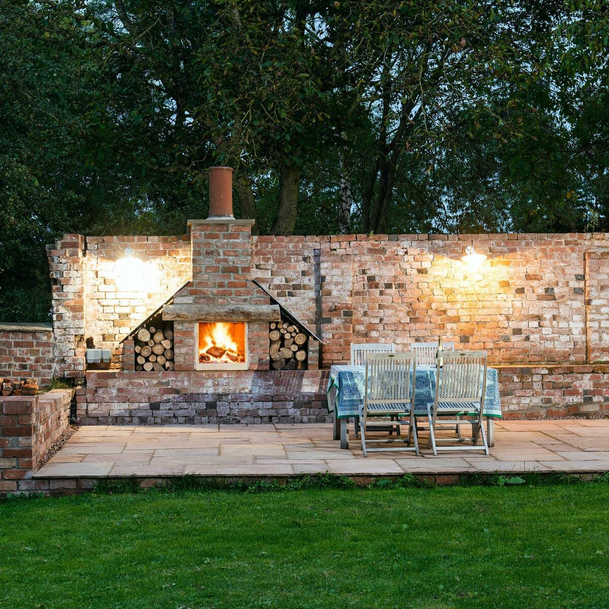 Outside fire/barbecue Hop Kiln