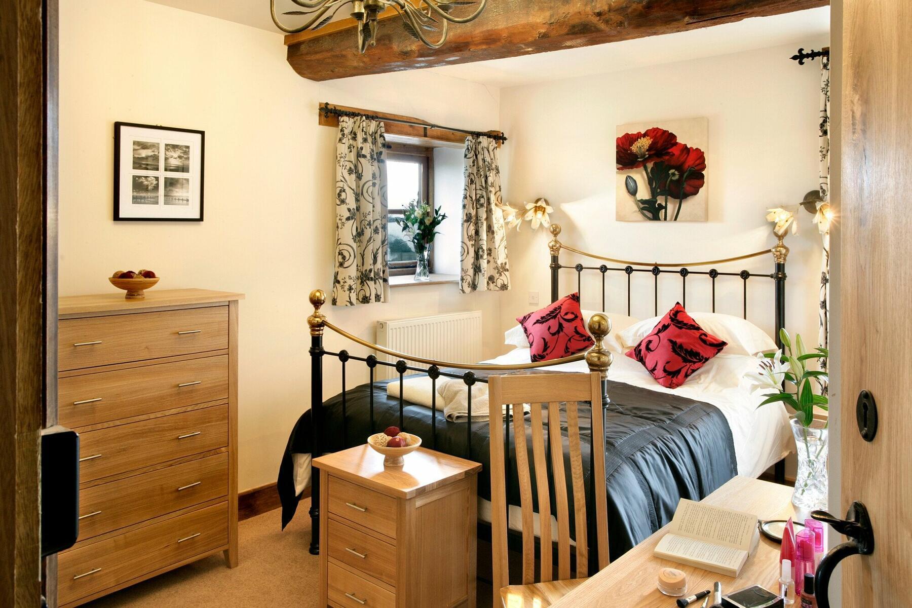 En-suite bedroom - bull pen