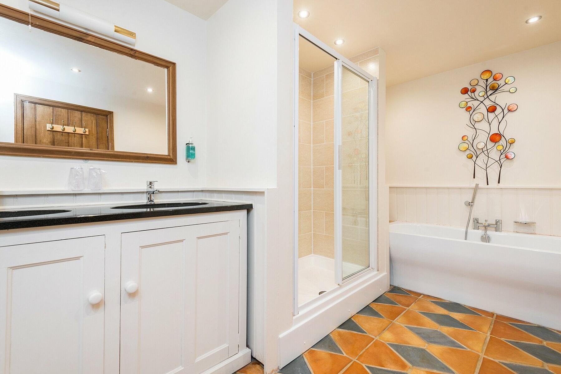 Oak en-suite bathroom