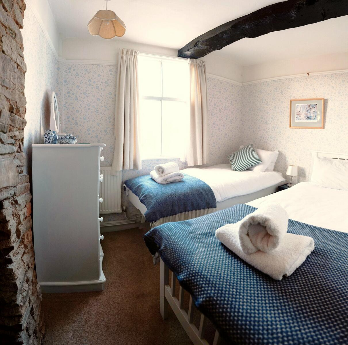 Holly Lodge 'Blue and White' Room ( single or twin)