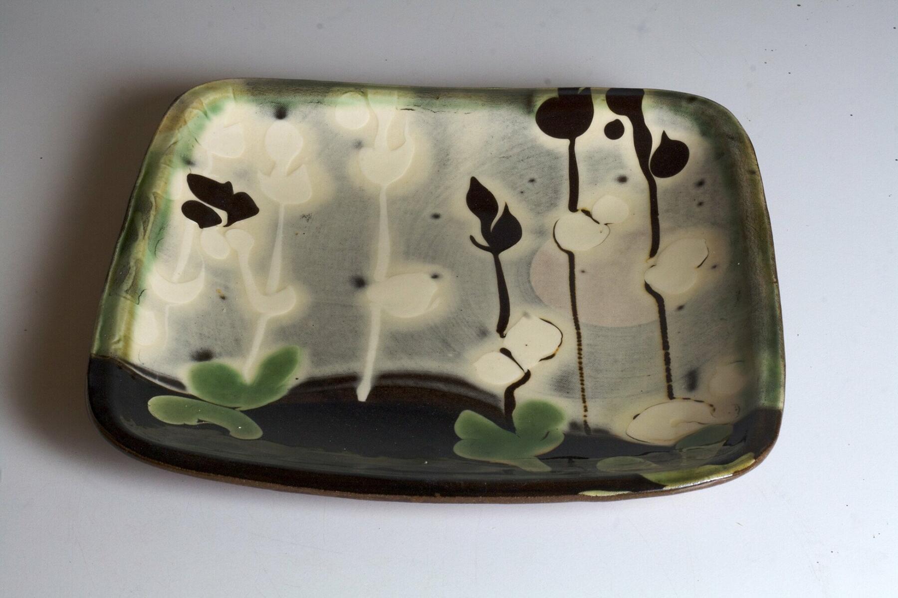 Patia Davis slip  decorated earthenware plate
